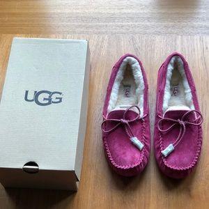 Beautiful New Women's UGG Dakota Swirl moccasins